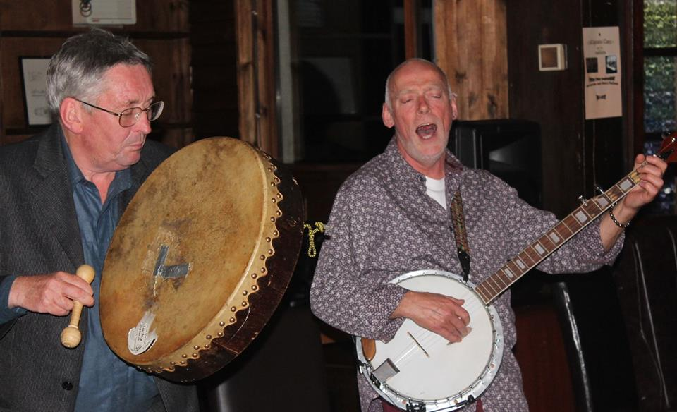 riverside-folk-club-banjo